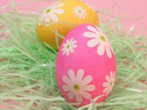 unique-egg-decorating-ideas-lazy-daisy-eggs-04-sl
