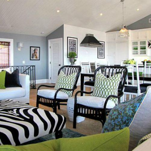 Home d cor tip how to mix and match patterns and prints for Living room decorating ideas zebra print