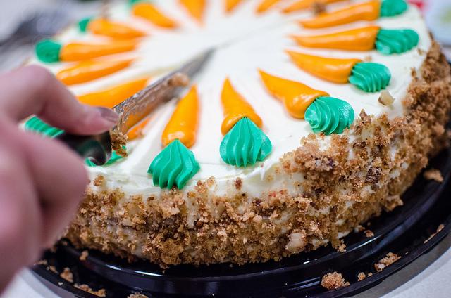 slicing-cake
