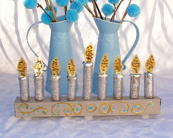 glittermenorah_hanukkahcrafts_national_redtricycle